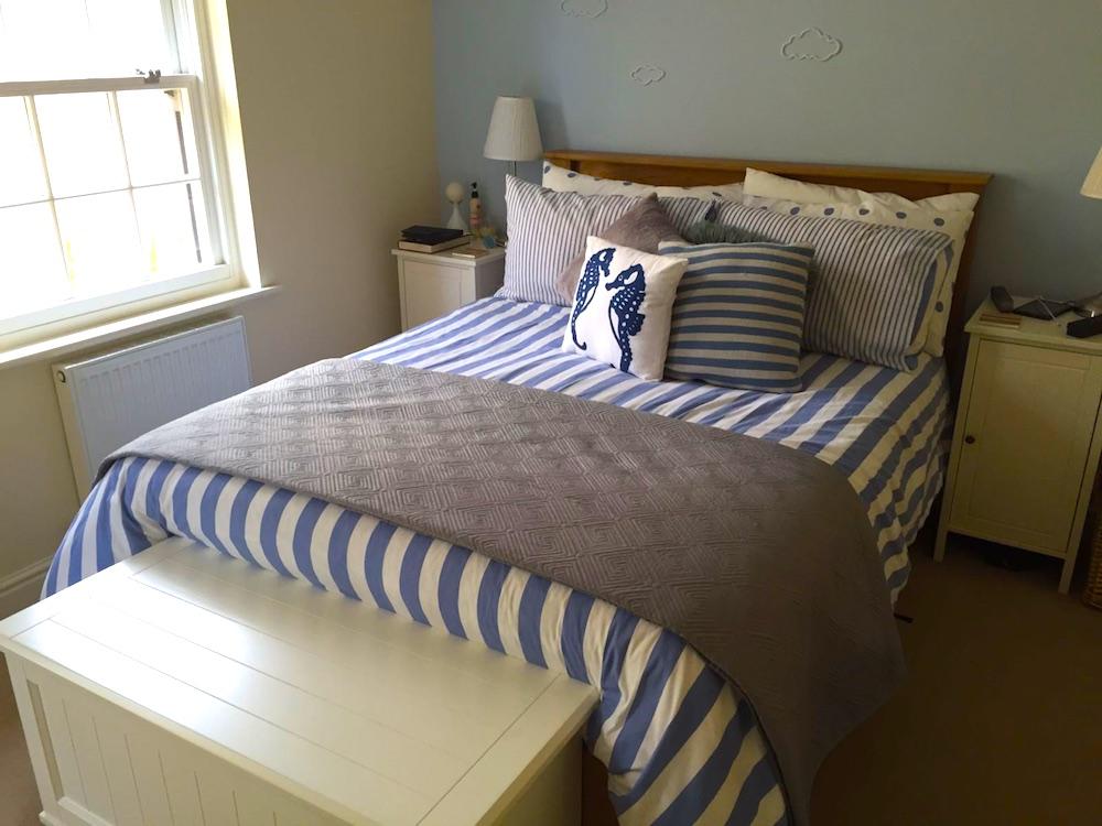 bedstead wooden mattress