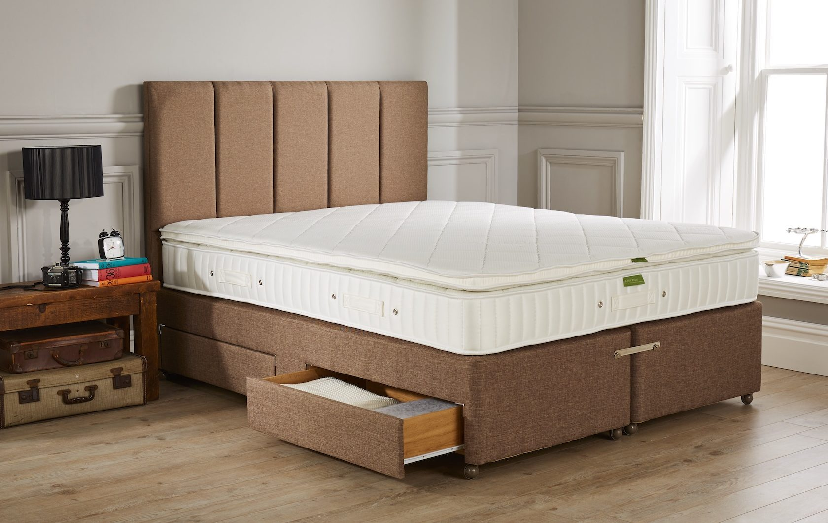 Fusion 4 mattress with Warbreck Headboard