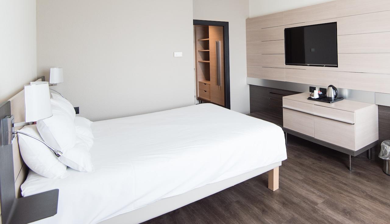 A clean hypoallergenic bedroom